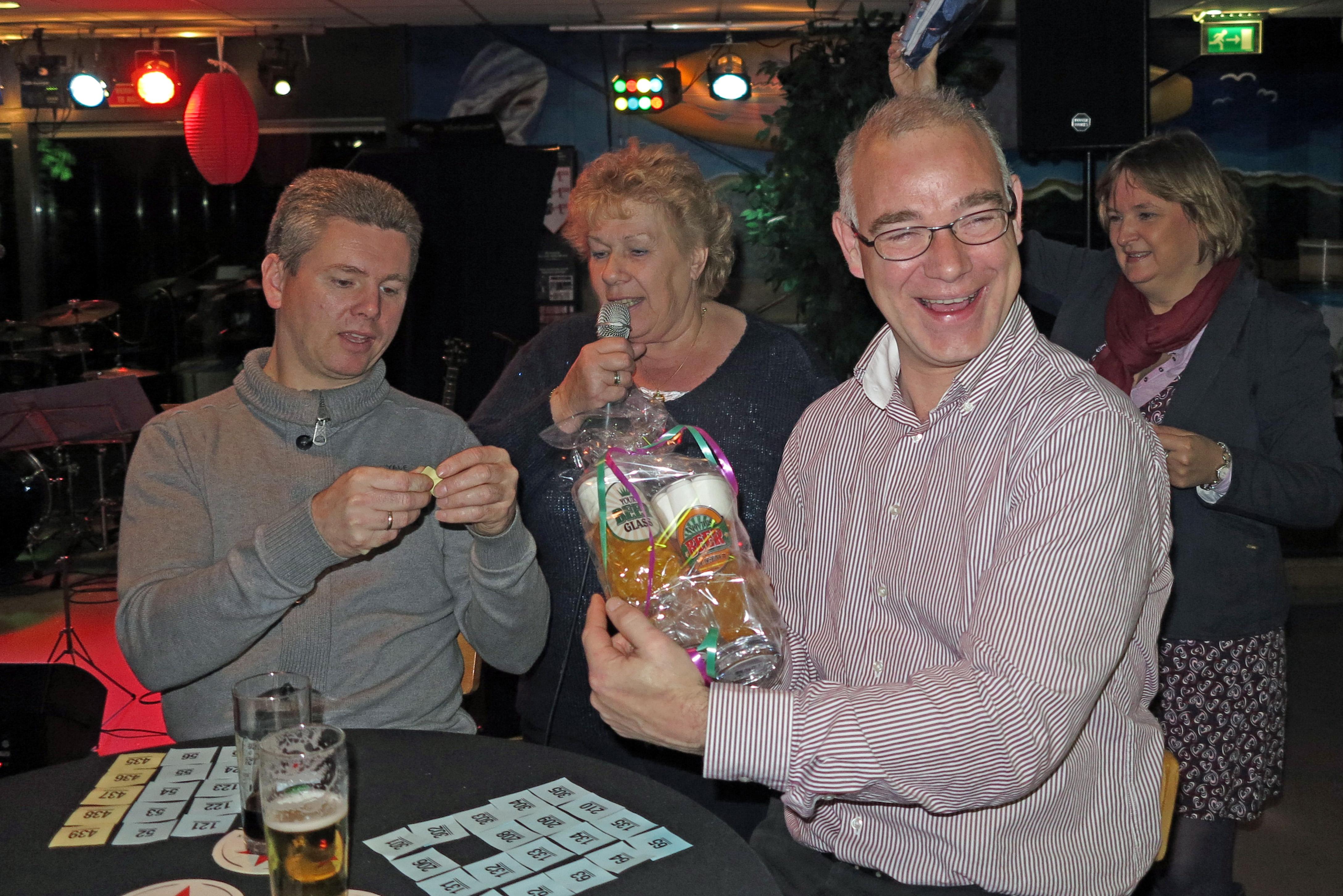 Jaarfeest: Bingo, Bier en Blije smoelen