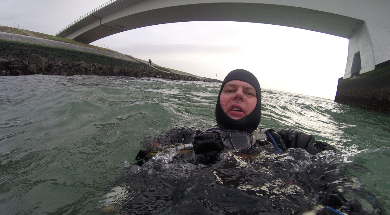Mark maakt selfie met de GoPro bij de Zeelandbrug